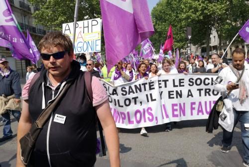 Blocage des Champs Élysées par les hospitaliers